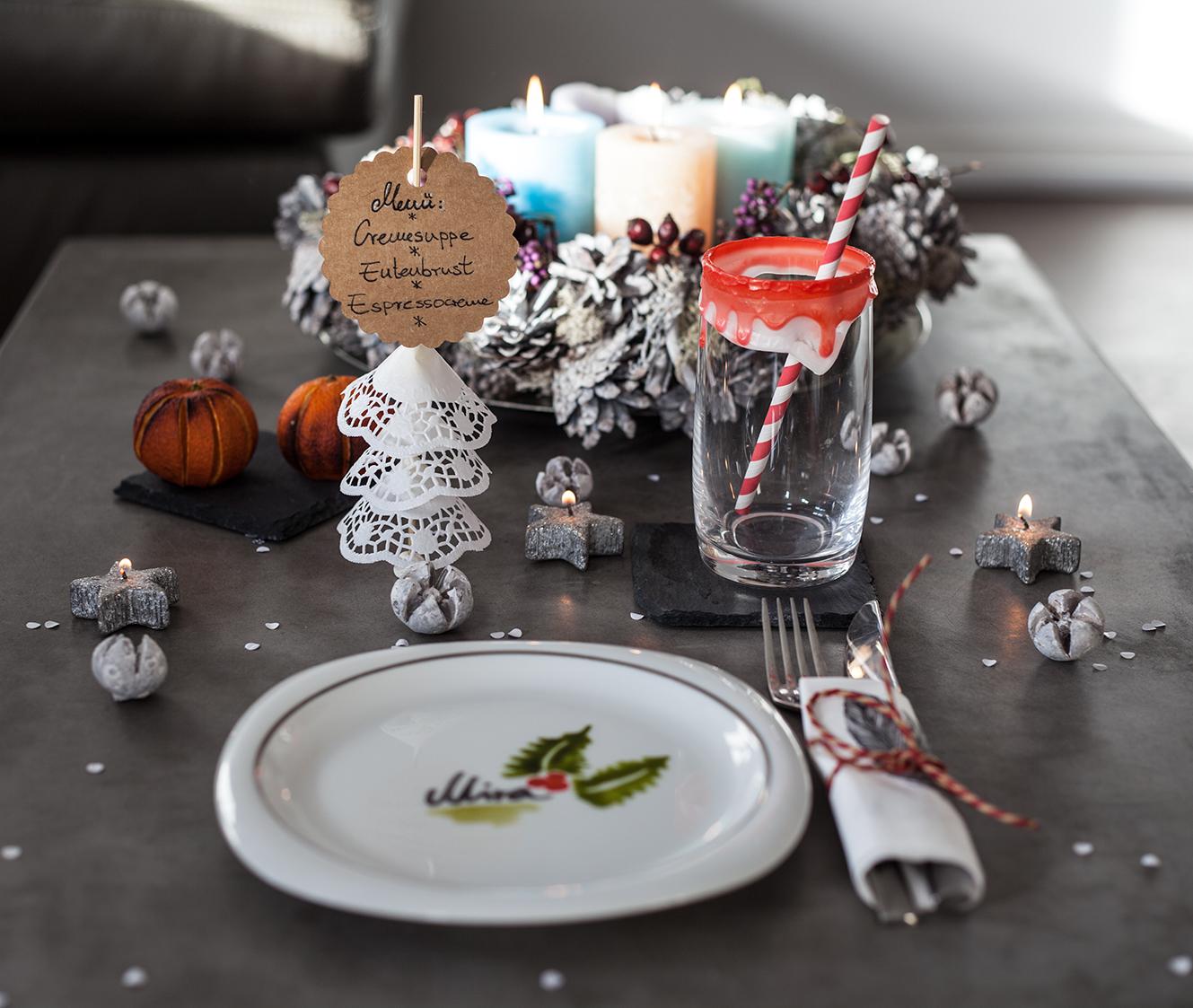 Weihnachtstisch decken dekorieren