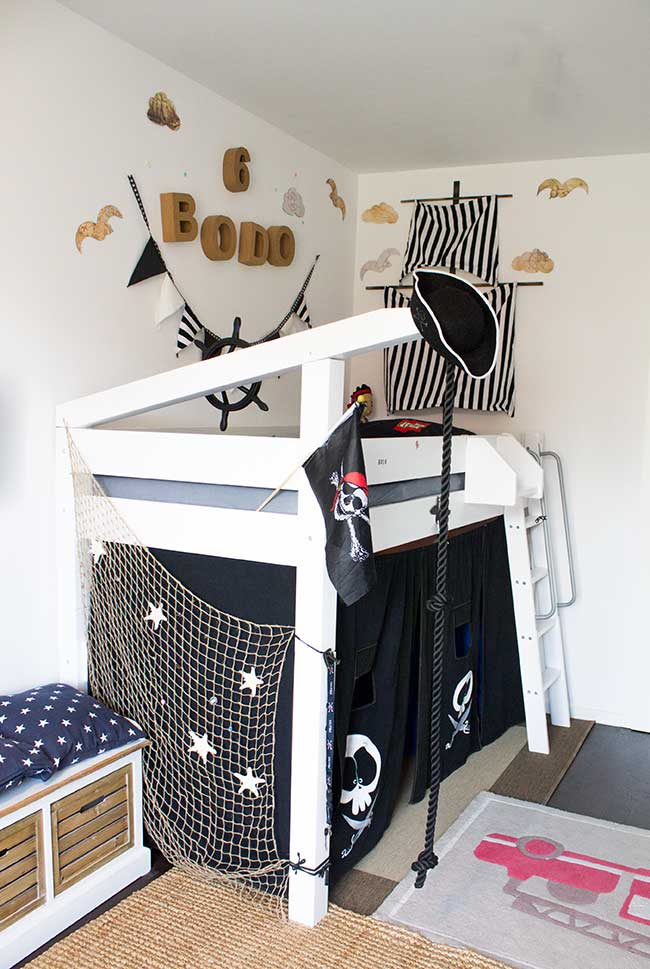 Piratenbett f r s kinderzimmer diy diy f r kinder mit - Piratenbett kinderzimmer ...